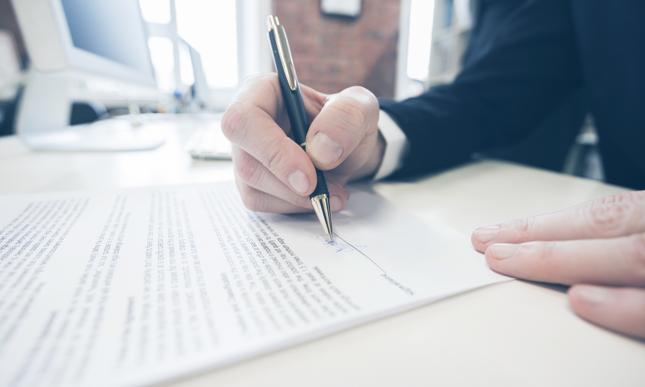 Umowa kredytowa - do czego nas zobowiązuje?