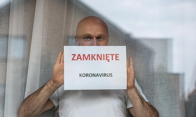 119 tys. etatów mniej. Koronawirus odpowiada za 25 proc. z nich