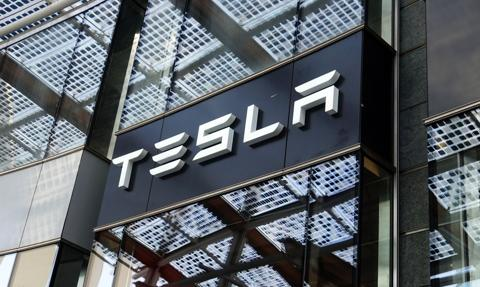 Media: Tesla w Niemczech kusi zarobkami do 3500 euro. Zatrudni też Polaków