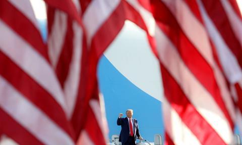 """""""NYT"""": Trump nie płacił podatków od dochodu. Prezydent: to """"fake news"""""""