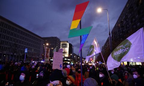 """Zakończyły się protesty """"Strajku kobiet"""". W Warszawie co najmniej 10 osób zatrzymanych"""
