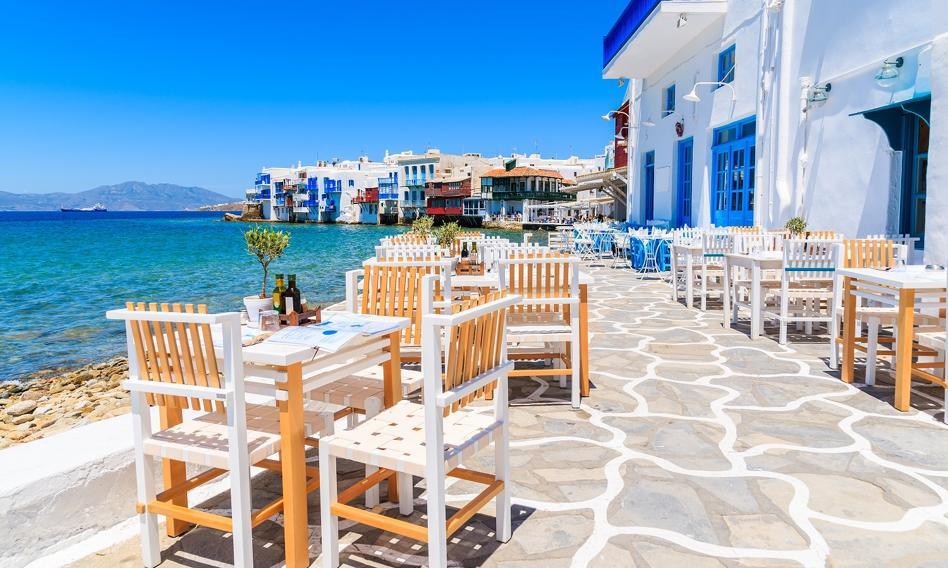Grecja chce zachęcić turystów i znosi większość obostrzeń
