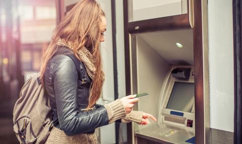 Pandemia zachwiała bankomatami. Najmniej wypłat w historii
