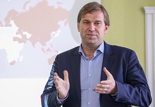 Radosław Pyffel, zastępca dyrektora w Azjatyckim Banku Inwestycji Infrastrukturalnych