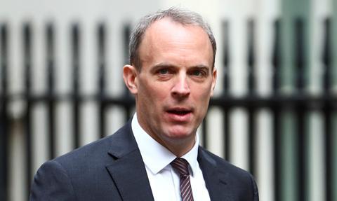 Szef brytyjskiego MSZ: Celem jest zaszczepienie do września całej dorosłej populacji