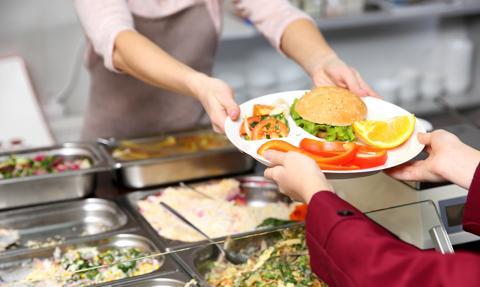 Bezmięsne posiłki w szkolnych stołówkach w Lyonie. Protestuje minister rolnictwa