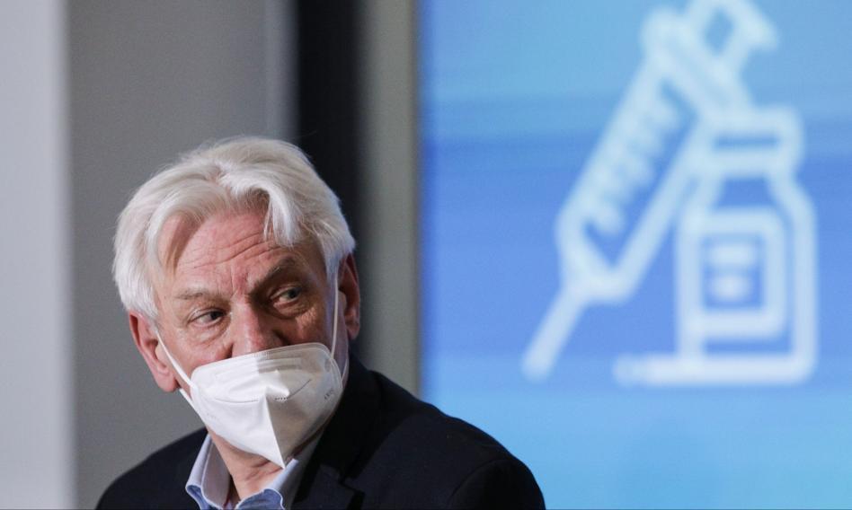 Prof. Horban: Być może trzeba będzie wprowadzić obowiązek szczepień