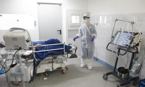 Szpitale tymczasowe zapewnią ok. 5,5 tys. dodatkowych łóżek dla pacjentów z COVID-19