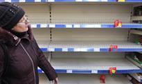 Ludzie pozbywają się hrywny, w sklepach wykupują wszystko