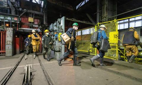 """Górnicy i rząd doszli do porozumienia – uzgodniono treść umowy społecznej. """"To dobry dokument dla pracowników"""""""