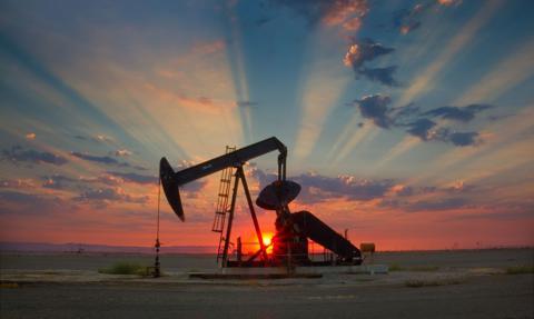 Cena ropy w USA spada. Wzrosły zapasy surowca