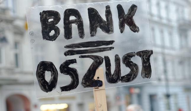 24.01.2015 Lodz ul. Piotrkowska N/z Protest ludzi ktorzy zaciagneli kredyty we frankach szwajcarskich