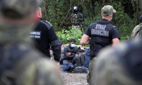 """Władze """"zalegalizowały"""" push-backi na granicy. Nowe prawo weszło w życie"""