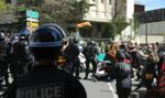 Paryska policja użyła gazu, by rozpędzić demonstrantów na Polach Elizejskich