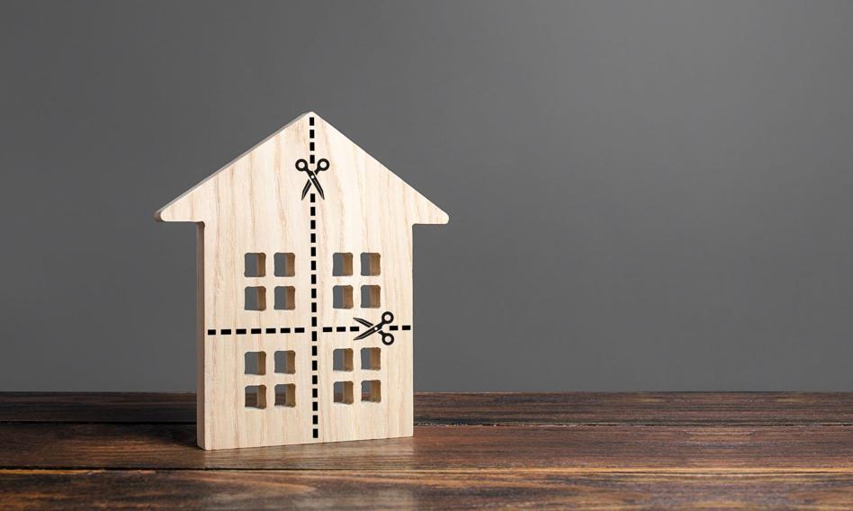 Jeden dom, dwa mieszkania - podział nieruchomości nie jest taki łatwy. Sprawdzamy formalności