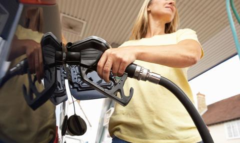 Średnia cena benzyny Pb95 o 2 gr wyższa, ale jeszcze poniżej 6 zł