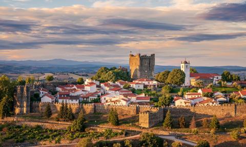 Miesiąc darmowego czynszu i kosz żywności. Portugalskie miasteczko walczy o mieszkańców