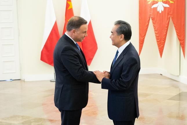 Prezydent Andrzej Duda i szef MSZ ChRL Wang Yi