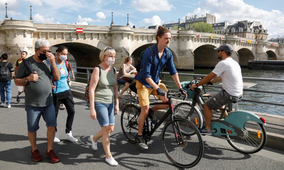 Francuscy pracownicy wracają do biur