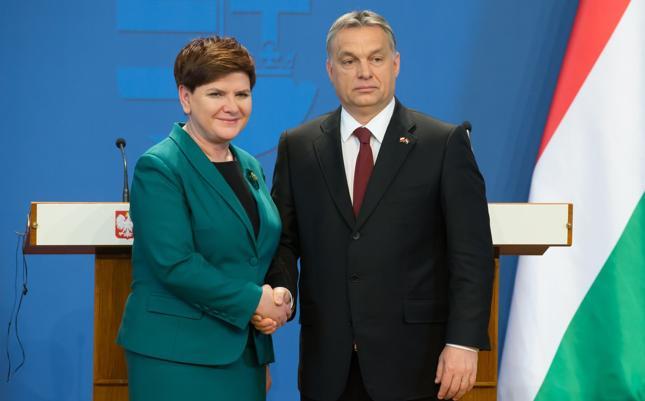 """""""Times"""": Polska i Węgry otrzymają ultimatum w sprawie uchodźców"""