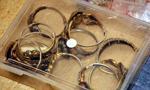 Policjanci zatrzymali internetowych oszustów oferujących złoto
