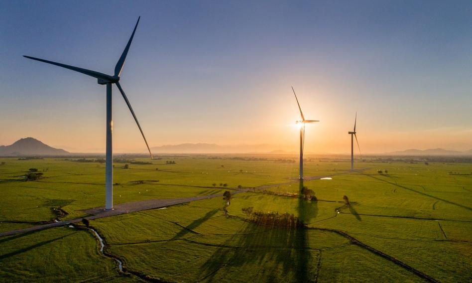 MRPiT: złagodzenie przepisów o budowie wiatraków na lądzie pozwoli na obniżenie cen energii