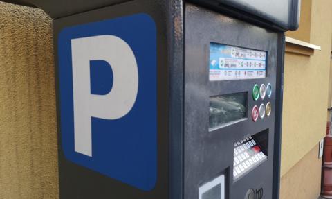 Koniec z szukaniem drobnych. Parkowanie dostępne w kolejnych apkach bankowych