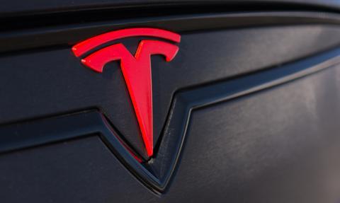 """Tesla tańsza od passata. """"Mój elektryk"""" namieszał na rynku wynajmu samochodów"""