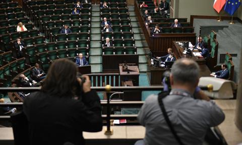 Komisja przeciw poprawkom Senatu w sprawie waloryzacji rent i emerytur