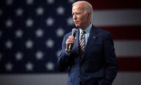 Biden: Czeki dla rodzin wciąż mogą wchodzić w grę w kolejnym pakiecie stymulacyjnym