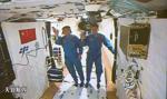 Chiny: dwaj astronauci wrócili na ziemię