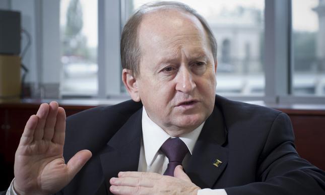 Pietraszkiewicz z ZBP: Warto rozważyć oferty kredytów stało/zmiennoprocentowych