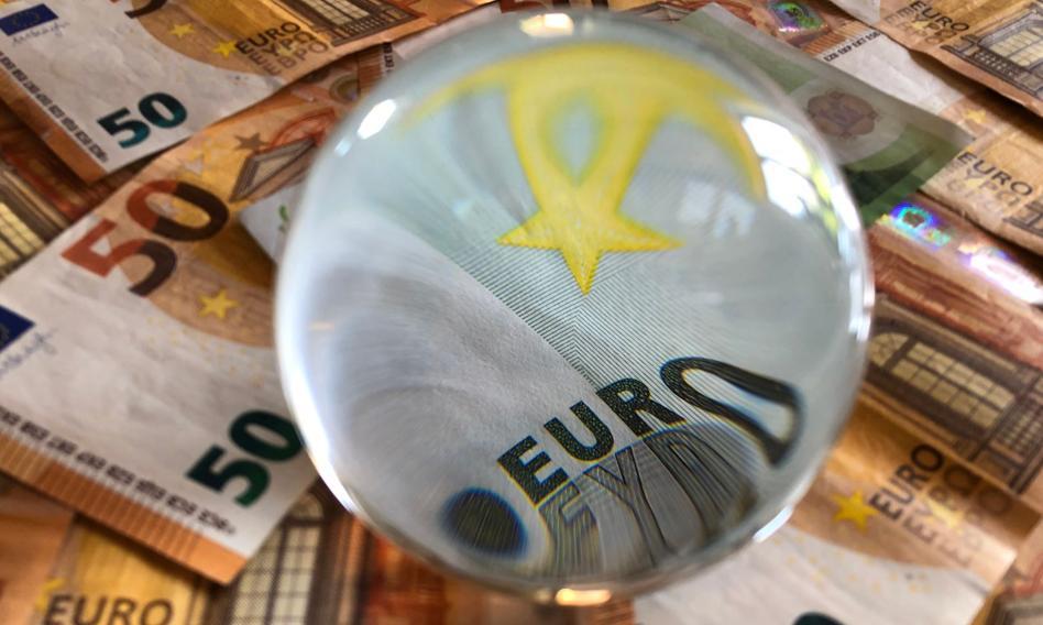 Kurs euro zawrócił spod 4,60 zł. Złoty nieco mocniejszy
