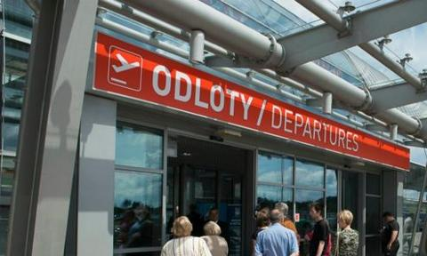 Lotniska zapłacą miliony złotych podatku?