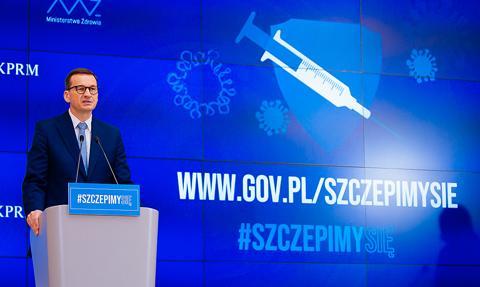 Premier: Bardzo poważnie rozważymy obowiązkowe szczepienia w ramach służby zdrowia
