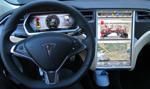 Tesla wprowadza opłaty za internet w swoich samochodach