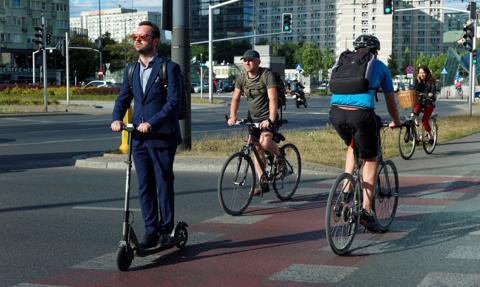 Polak na rowerze i hulajnodze. Tylko co trzeci ma ubezpieczenie od następstw nieszczęśliwych wypadków