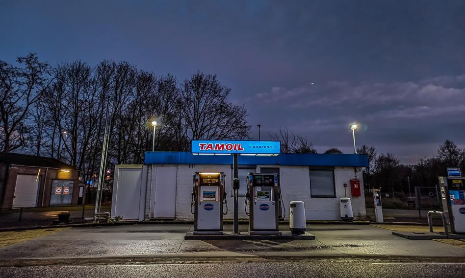 """Rekordowe ceny benzyny skłaniają Holendrów do """"turystyki pompowej"""""""