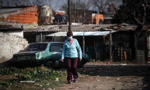 W kryzysie lub w gorszej sytuacji w 2020 r. było 155 mln ludzi na świecie [Raport]