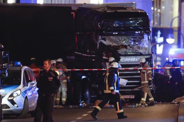 Ciężarówka wjechała w tłum ludzi w Berlinie