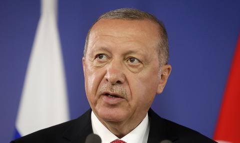 """""""Przykrywka na kipiącym kotle"""". Po wizycie Erdogana w Brukseli"""