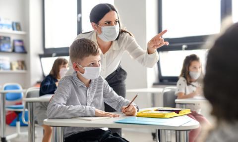 MEiN: w 99,4 proc. szkół podstawowych uczniowie klas I-III uczą się stacjonarnie
