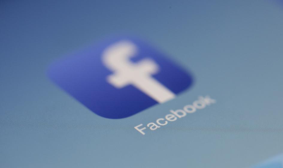 Kłopoty Facebooka. 3 dolary za reklamy alkoholu wśród nastolatków