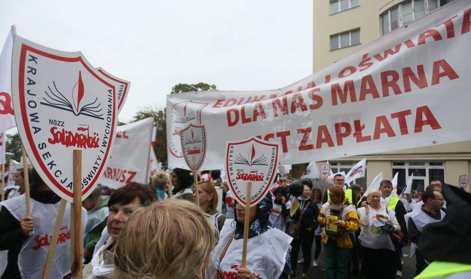 """Protest nauczycieli. """"Wynagrodzenia powinny być uzależnione od gospodarki"""""""