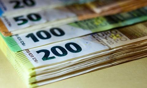Kurs euro wciąż blisko 4,40 zł. Dolar w górę