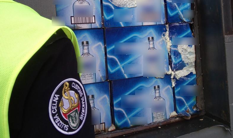 Skrabówka zatrzymała 25 tys. litrów nielegalnego alkoholu; miał trafić do Arabii Saudyjskiej
