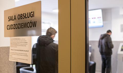 Rośnie liczba cudzoziemców, którzy legalnie mieszkają i pracują w Polsce