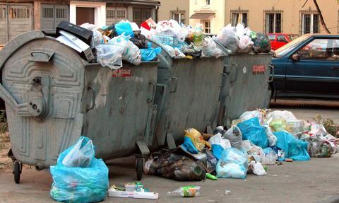 """Mieszkańcy Niderlandów produkują więcej śmieci. """"Pomaga"""" zamknięcie w domach"""