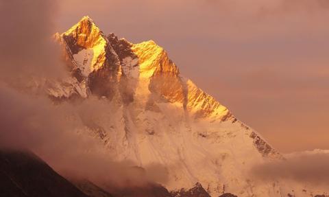 Szczyt Mount Everest będzie podzielony. Chiny obawiają się koronawirusa