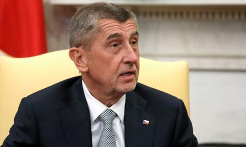 Premier Czech wzywa przywódców UE do omówienia niedoborów leków i sprzętu ws. Covid-19